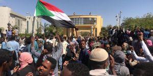 Sudan'da olağanüstü hal ve sokağa çıkma yasağı kaldırıldı