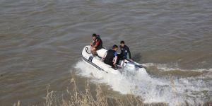 Nehirde kaybolan şahsa ulaşılamıyor
