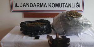 Kurtalan'da farklı suçlardan aranan 3 kişi tutuklandı