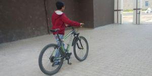 Diyarbakır'da çaldıkları bisikleti internetten satmaya çalışınca yakayı ele verdiler