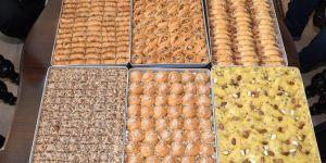 Kâhta'da bademli baklava ve tatlı üretimi başladı
