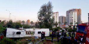 Adana Çukurova'da yolcu otobüsü devrildi: 2 ölü 29 yaralı