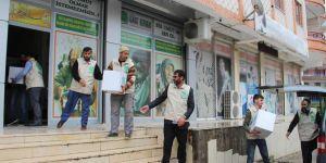 Umut Kervanı Diyarbakır'da ramazan kumanyalarını ulaştırmaya başladı