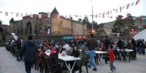Bitlis'te her gün bin 500 kişiye iftar yemeği