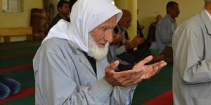 Asırlık çınar eski ramazanları anlattı