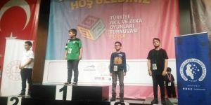 Tatvan Uluer İlkokulu öğrencisinden zeka oyununda Türkiye derecesi