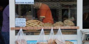 İhtiyaç sahipleri minnet altında kalmadan ekmeğini alıyor