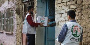Avrupa Yetim Elinden muhtaçlara ramazan kumanyası