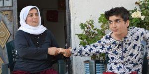 Engelli kızına hayatını adayan fedakar anne