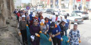Mardin Artuklu Üniversitesi öğrencileri çöp topladı
