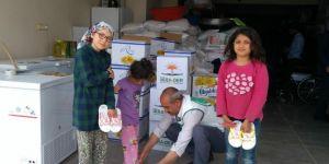 Şanlıurfa Umut Kervanı 300 aileye gıda yardımında bulundu