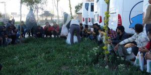 Van Umut Kervanı günlerdir otogarda kalan mültecilere sahip çıktılar