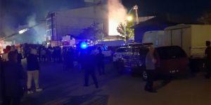 Ankara'da çıkan yangın 4 dükkanı kül etti