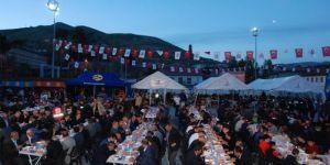 Bitlis Valisi ve kurum amirleri iftar çadırında buluştu