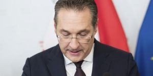 Avusturya Başbakan Yardımcısı Heinz Christian Strache istifa etti