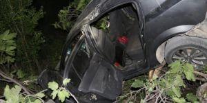 Kâhta'da araç dereye yuvarlandı: 3 yaralı
