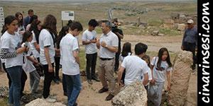 Çınar'da öğrenciler tarihi Zerzevan Kalesi'nde ders işledi