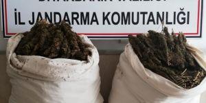 Hazro'da araca zulalanmış 47 kilogram esrar ele geçirildi