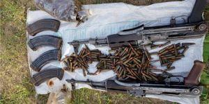 Eruh'ta PKK operasyonunda toprağa gömülü silah ve mühimmat ele geçirildi