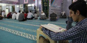 Kadir Gecesini camide itikaf sünnetini yerine getirerek ihya ettiler