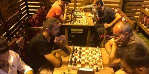 Mardin'deki satranç turnuvasında sahura kadar satranç oynuyorlar
