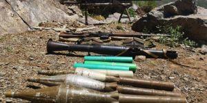 Hakurk'ta PKK'ye ait çok sayıda silah ve patlayıcı ele geçirildi