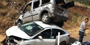 Nurdağı'nda hafif ticari araç otomobilin üzerine çıktı: 10 yaralı