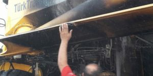 Nusaybin'de biçerdöver alev aldı, alevler ekinlere sıçradı