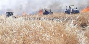 Kızıltepe'de ekinleri yanan çiftçi alevlerin arasında kaldı