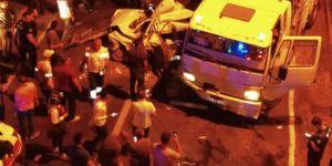 Siverek'te freni boşalan kamyon ışıkta bekleyen araçlara çarptı: 2 yaralı