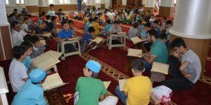 Çocuklarımızın ellerinden tutup Kur'an kurslarına götürelim