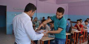 PKK'nin katlettiği öğretmenin okulunda karne töreni
