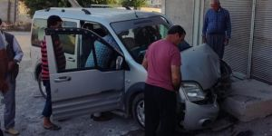 Birecik'te direksiyon başında uyuyan sürücü kaza yaptı