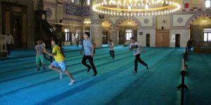 Camiler çocuk sesleriyle şenlendi