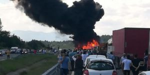 Dörtdivan'da kaza: 3 araç yandı