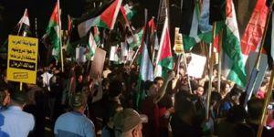 Iraklı protestocular Bahreyn Büyükelçiliğini bastı