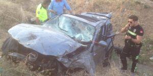 Tatvan'da otomobil şarampole yuvarlandı: 1 ölü 1 yaralı