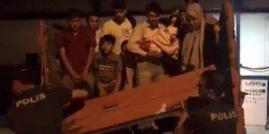 Gürpınar'da kamyonet kasasında 52 kaçak göçmen yakalandı