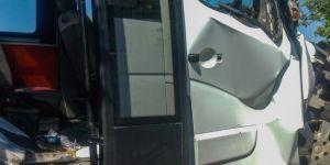 Diyarbakır'da yolcu minibüsü traktör römorkuna çarptı: 16 yaralı