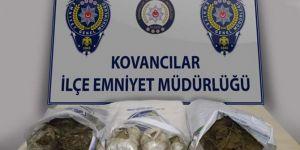 Kovancılar'da araç lastiğinde uyuşturucu sevkiyatı yapan şahıs teslim oldu