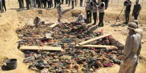 Binlerce Kürd çöllerde diri diri toprağa gömüldü