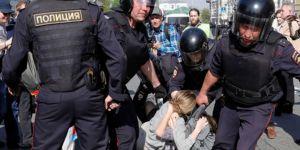 Moskova'daki protestolarda 800 kişi gözaltına alındı