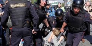 Some 800 people detained in protests in Moscow