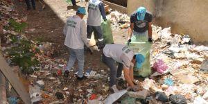 Siirt Bahçelievler Mahallesi'nde apartman boşluğunu çöplüğe çevirdiler
