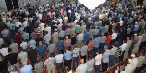 Siirtliler bayram namazı için camilere akın etti