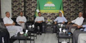 Bağlar Eski Belediye Başkanı Yağmur'dan HÜDA PAR'a taziye ziyareti