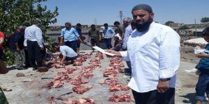 Çınar Gürco'da kurban etleri müşterek dağıtılıyor