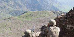 Hakkari'de çatışma: 2 PKK'li öldürüldü
