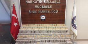 Van İpekyolu'nda otomobilde 111 kilo eroin ele geçirildi