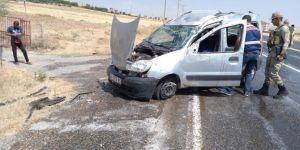 Kovancılar'da hafif ticari araç takla attı: 5 yaralı